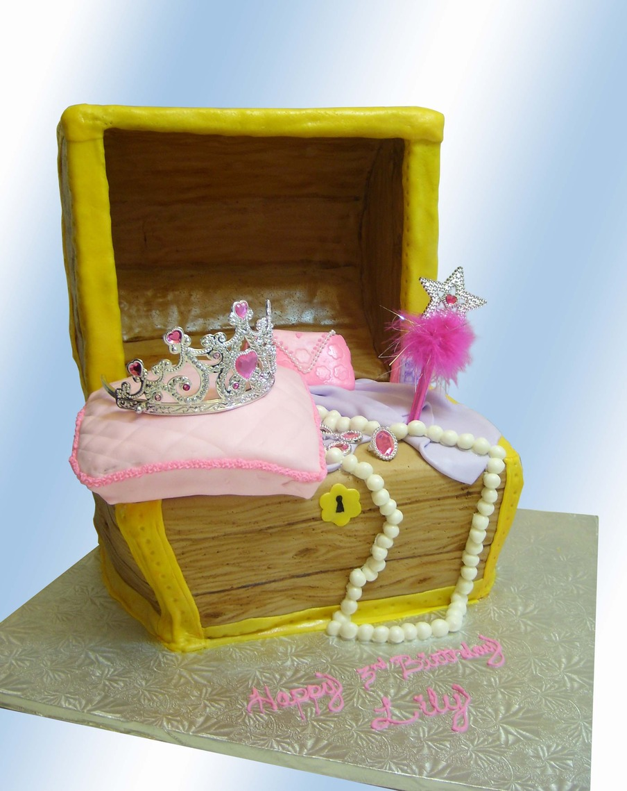 Princess_Cake_by_A_Creative_Cakebluebg.jpg
