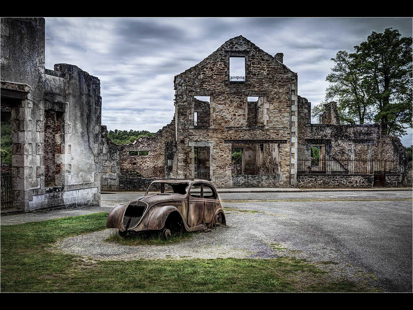 Doctors_Car_Oradour_sur_Glane