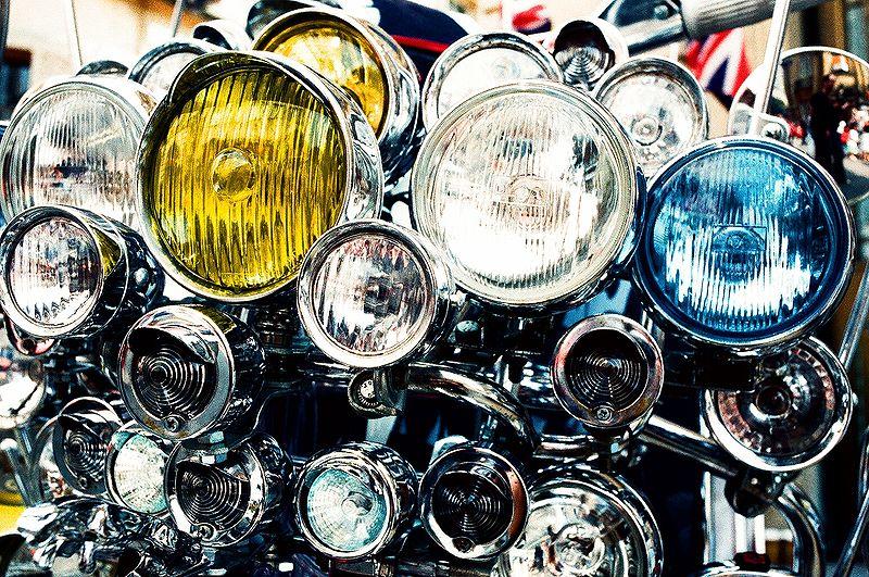 800px-Scooter_headlights.jpg