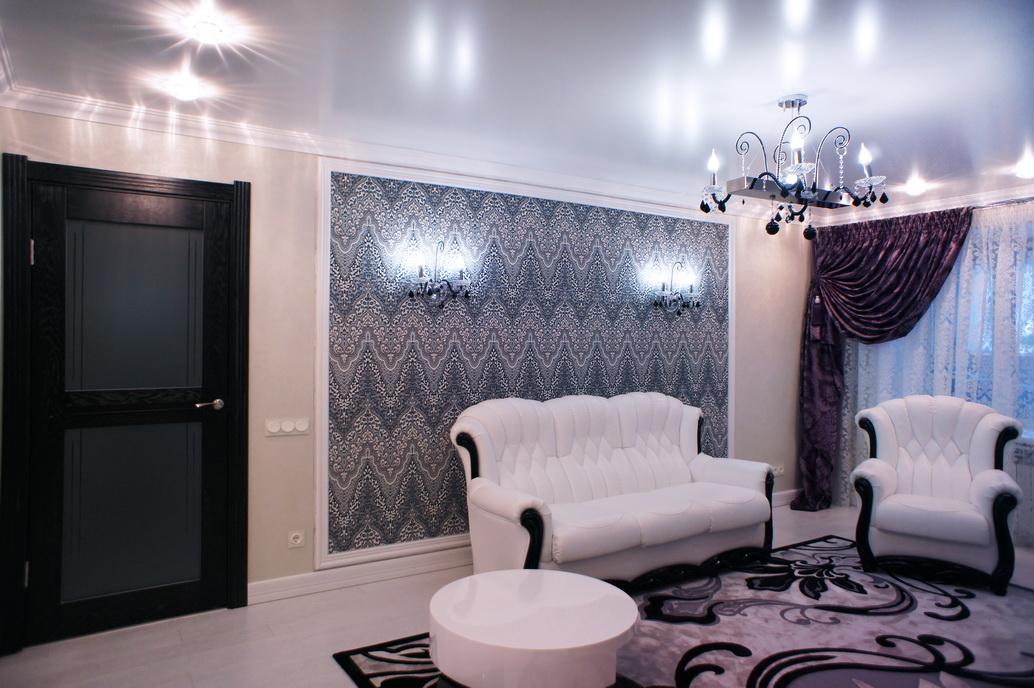 Дизайн гостиной комнаты. Интерьер двухкомнатной квартиры. Белый диван
