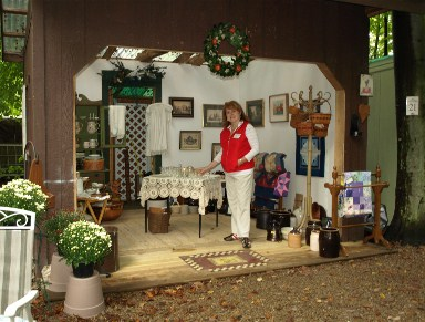 Shaker Woods Christmas In The Woods 2019.Antiques In The Woods Antique Show