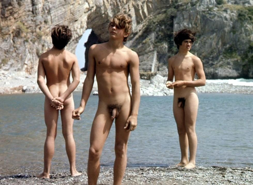 Teeb Male Nudist