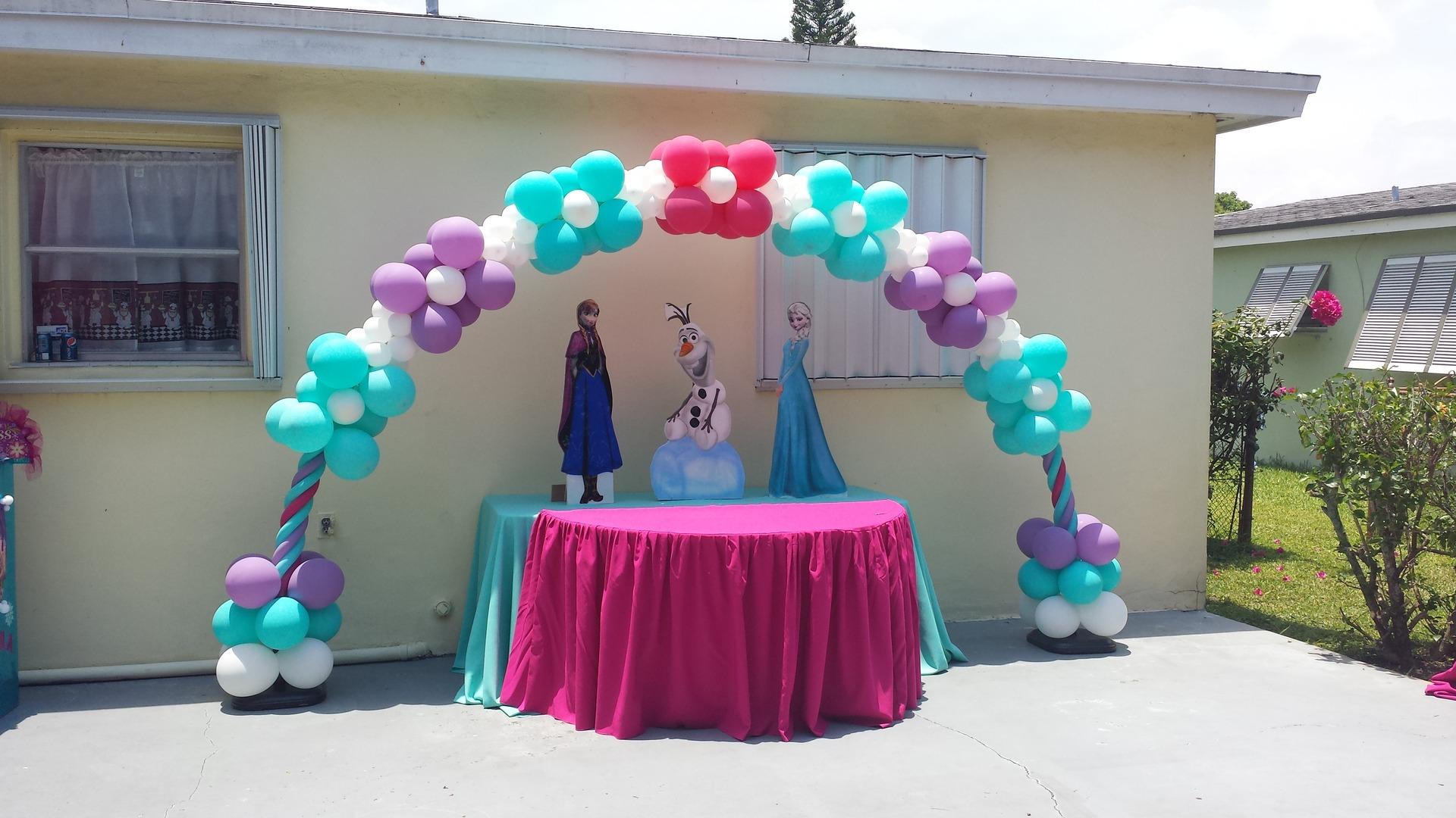 Arch Balloons Frozen