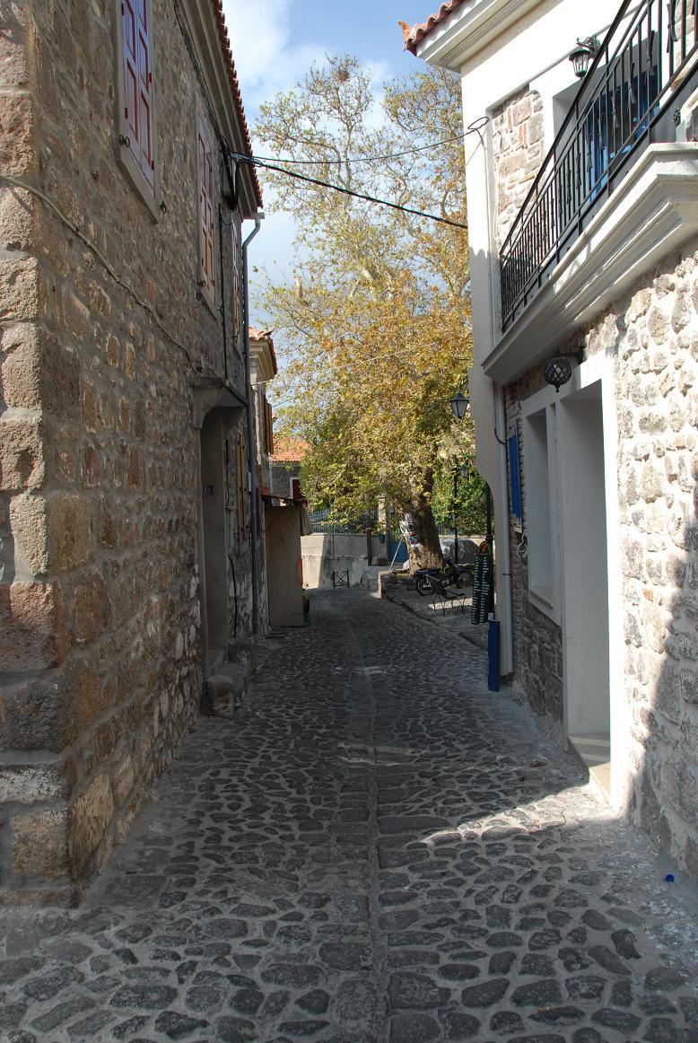 molivos small roads