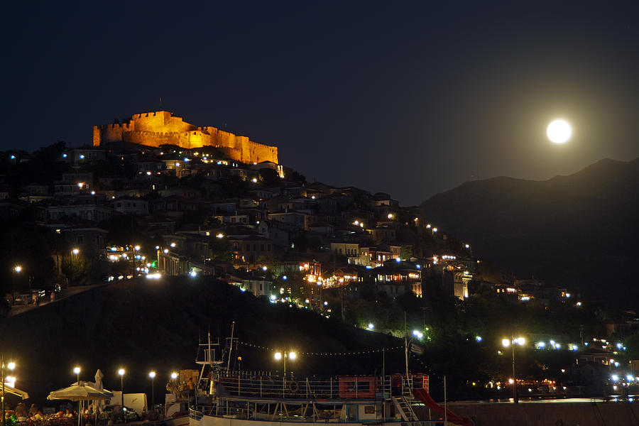 molivos castle in full moon