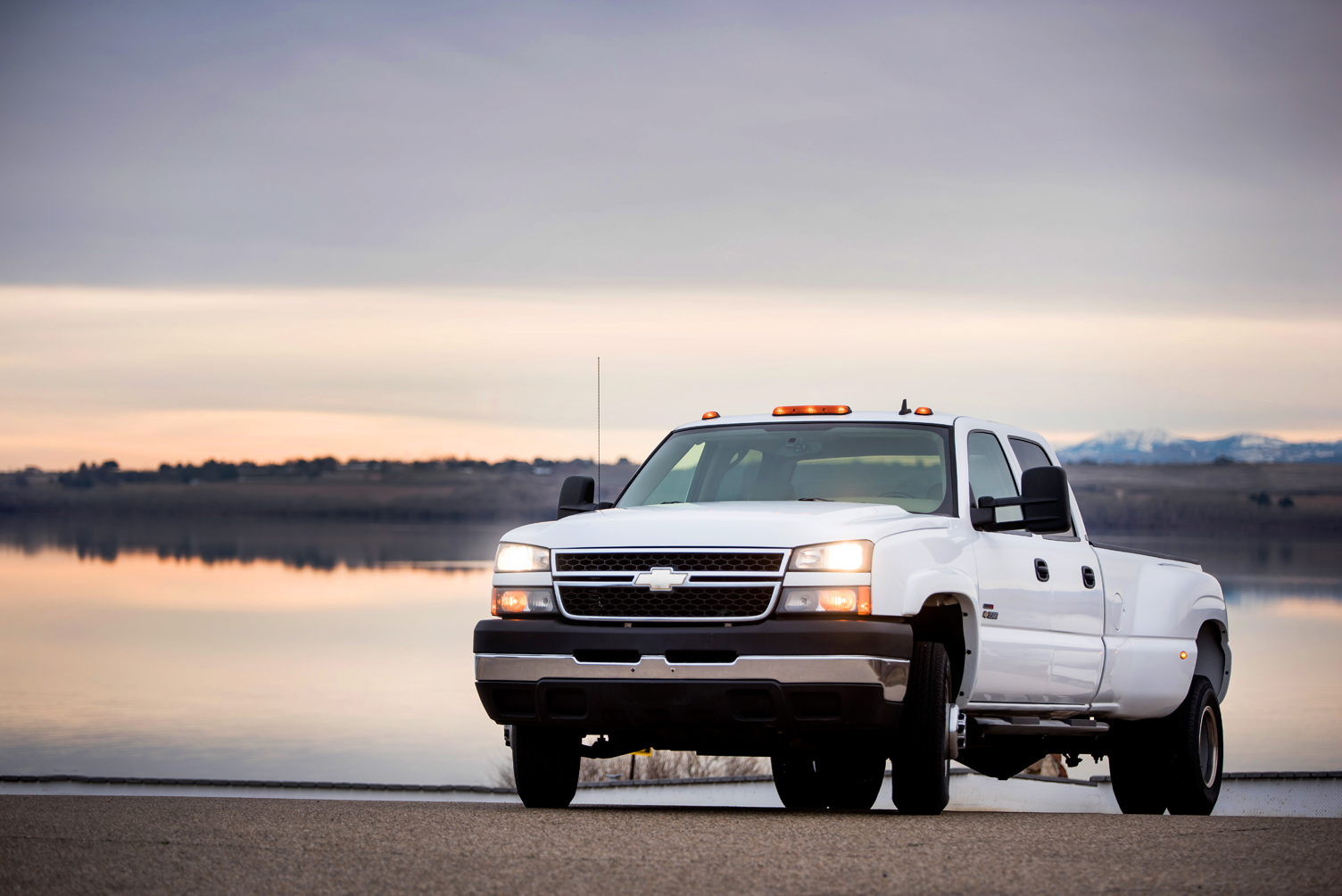 0492 _ 06 Chevy Silverado 3500 CcDually p51-1