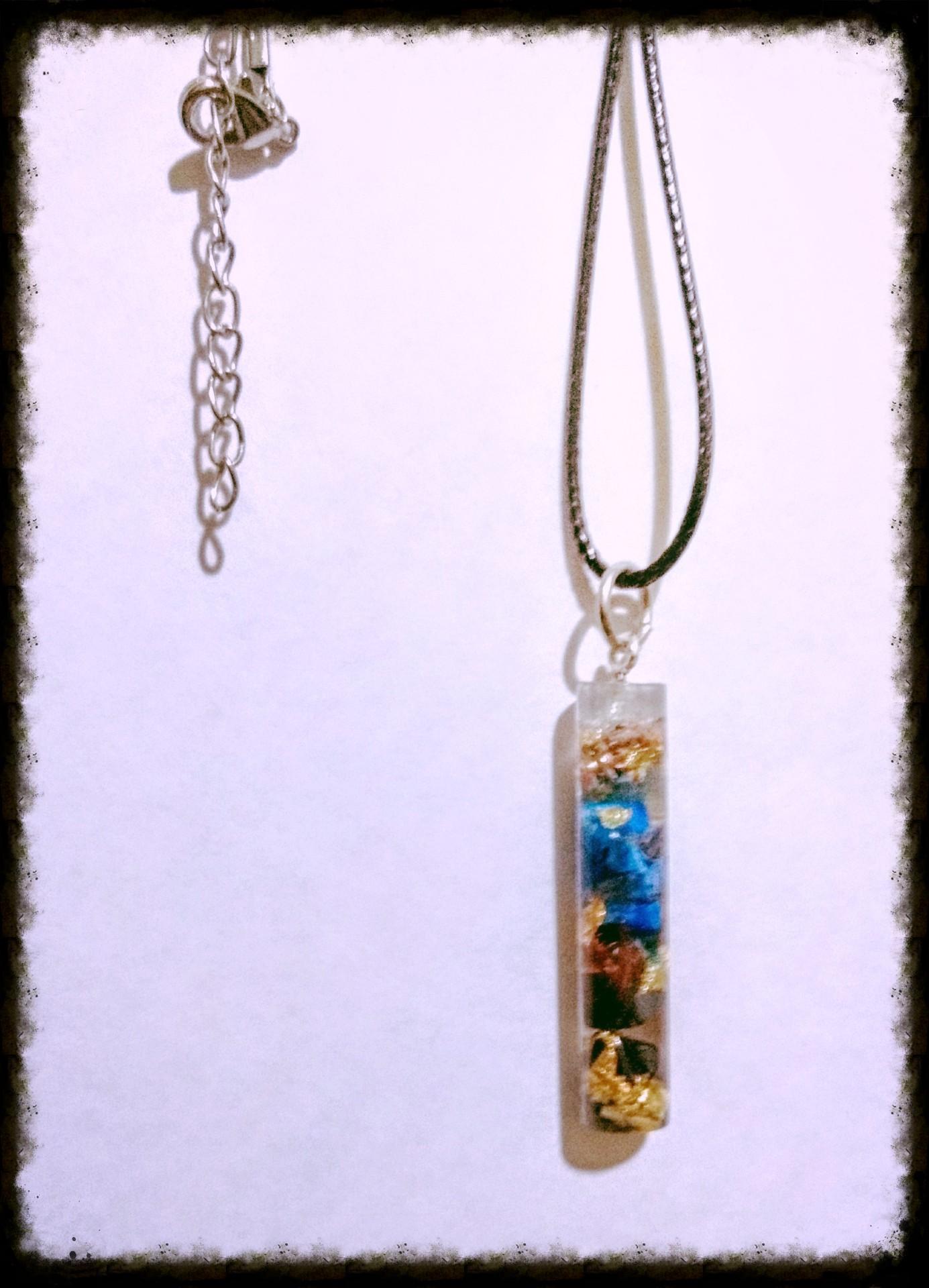 Dije Orgnico de Lapizlazuli, hematita, hojas de oro y Cobre