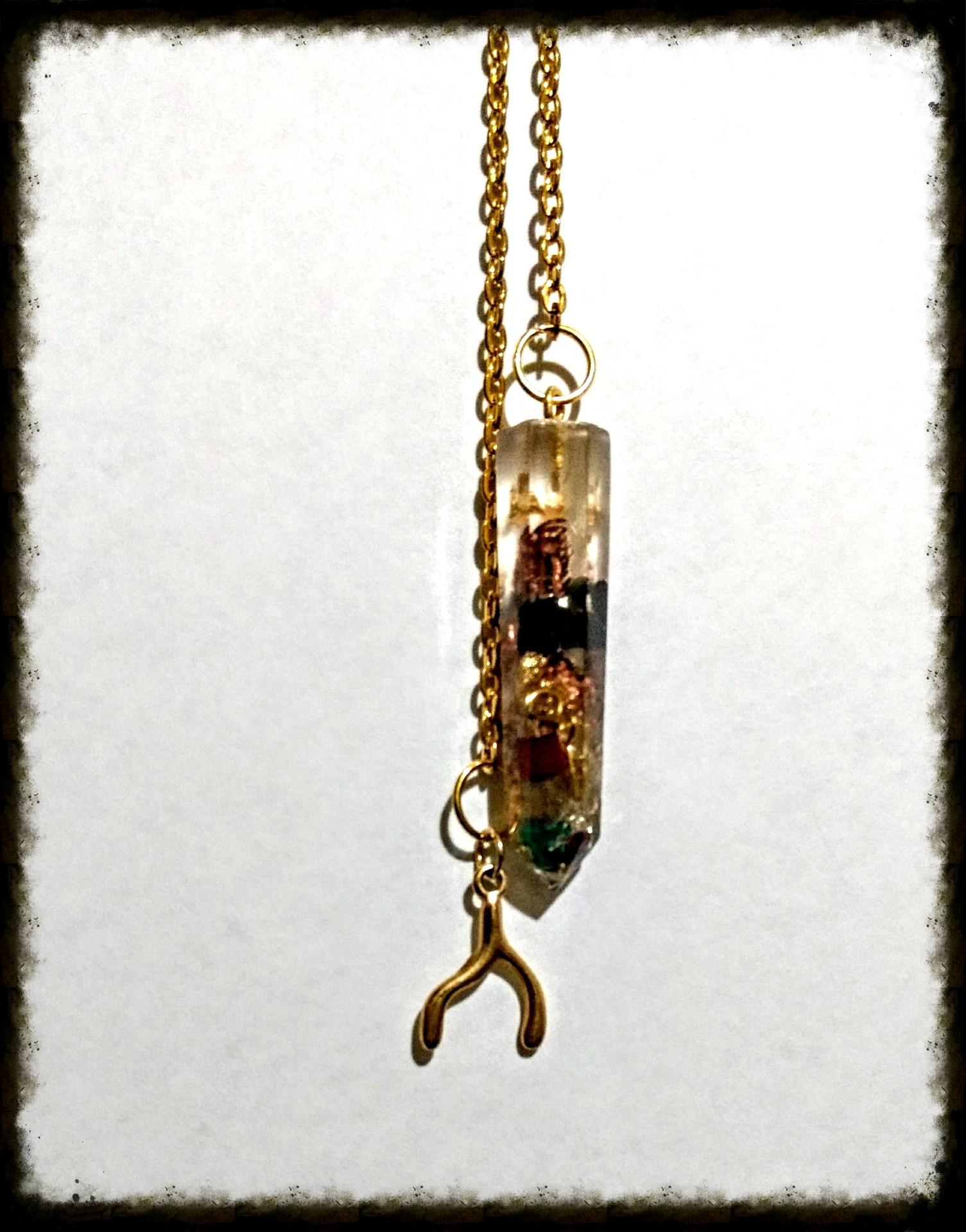 Pendulo Turmalina, zafiros, rubi, esmeralda, hojas de oro y cobre
