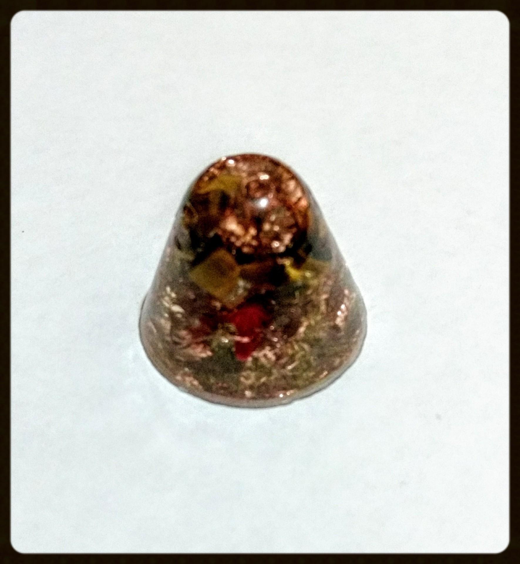 Piramides con punta redondeada mini, ojo de tigre, coral, cobre y bronce