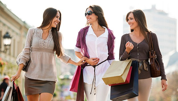 group-women-shopping-625km061913.jpg