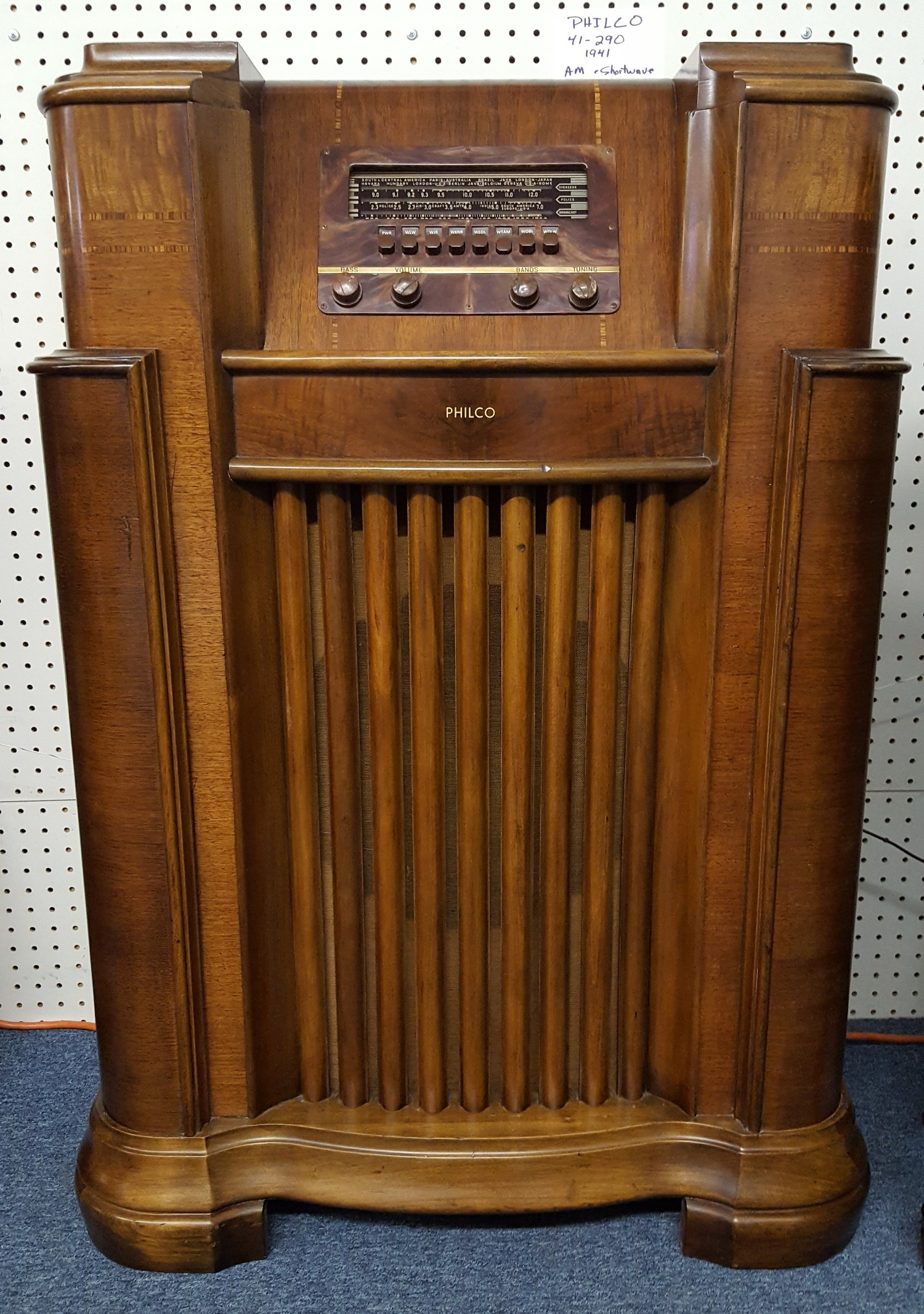 Completely refinished with hand polished laquer. Rotatable rear antenna.  The cabinet originally housed a Model 41-285 chassis but was upgraded to a  41-290. - AntiqueRadio
